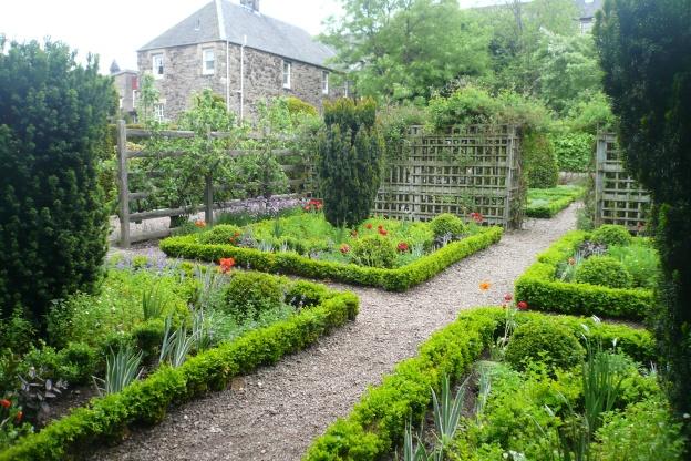 Dunbar's_Close_Garden_04
