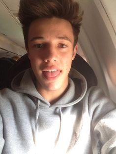 airport selfie3